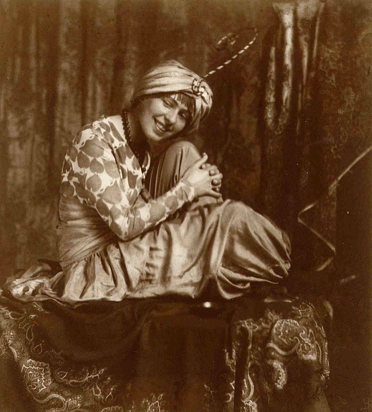 Sophie Taeuber, Munich 1914 | Photo: Eudard Waso – Archiv Stiftung Arp e. V., Berlin/Rolandswerth