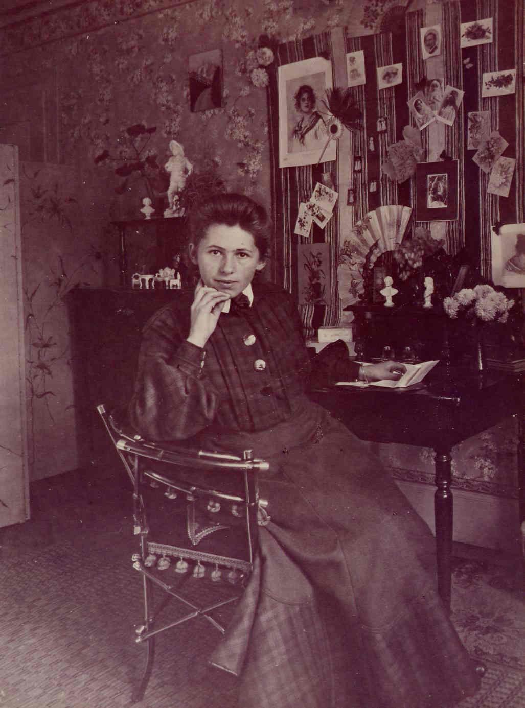 Sophie Taeuber in Trogen, um 1904 | Foto: Fotograf*in unbekannt – Archiv Stiftung Arp e. V., Berlin/Rolandswerth